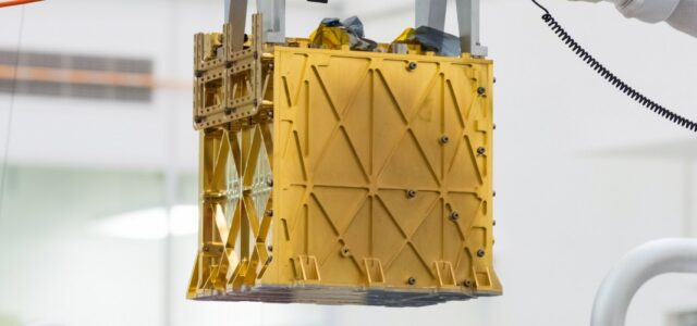 The Golden Box That Could Create Oxygen on Mars
